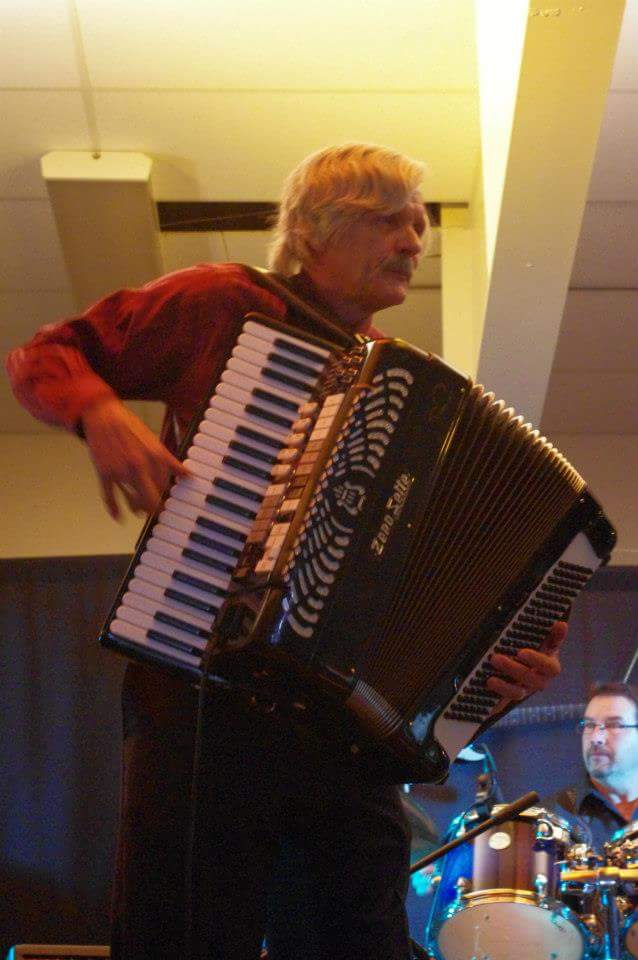 Accordion Music From Around The World With Schmenge